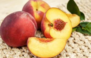 Free stone peaches ready for Homemade Peach Ice Cream